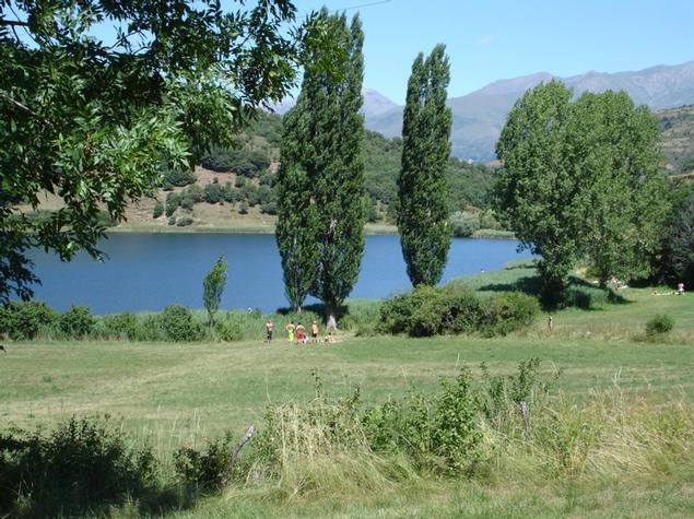 Els voltants de l'estany a l'estiu. - L'estany a l'estiu Turisme Rural casa l'hereu