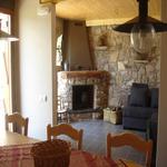 Sala menjador amb la sala de TV,la llar de foc i el sofà. - Benvinguts al Pallars Sobirà Turisme Rural casa l'hereu